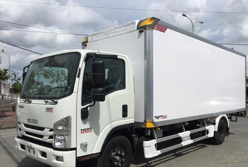 Xe tải Isuzu NQR 550 – 5.5 tấn thùng bảo ôn