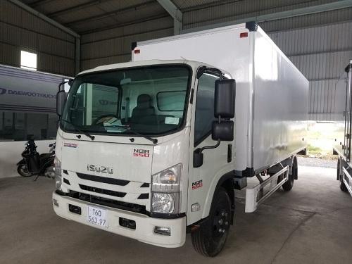 xe tải isuzu nqr 5t thùng bảo ôn