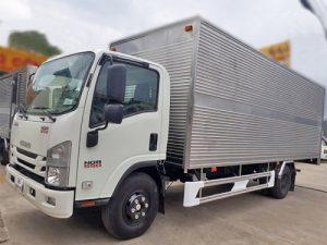Xe tải Isuzu NQR 550 – 5,5 tấn thùng kín