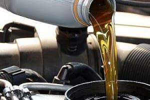 Bạn đã biết thay nhớt xe tải isuzu đúng cách, hiệu quả và an toàn?