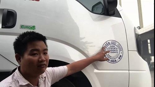 thông tin ghi trên cửa xe tải