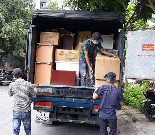 Xe tải chở đồ đạc thuê